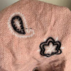Steve Madden Accessories - 🌛Steve Madden 🌛 bandanna print Blanket scarf NWT